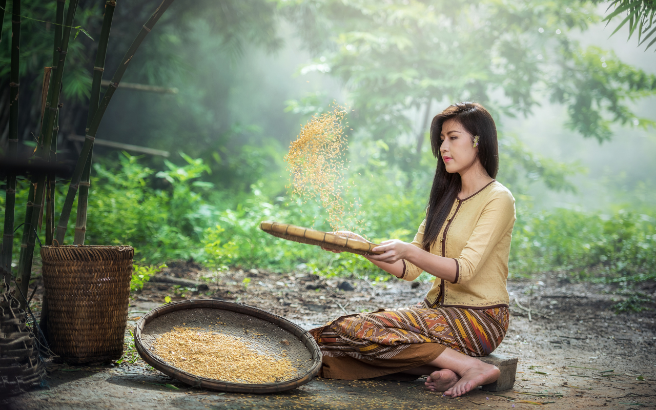 girl with brown rice