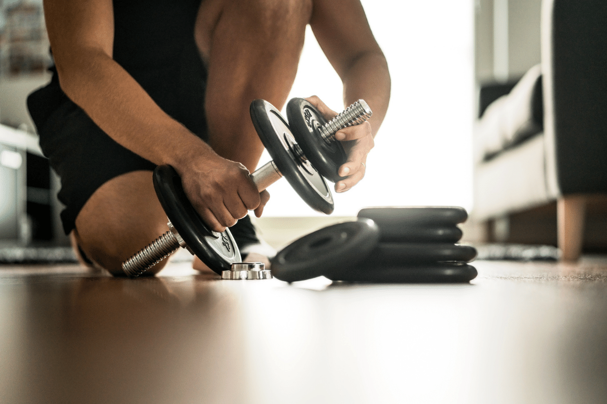 arm workout at home with dumbbells
